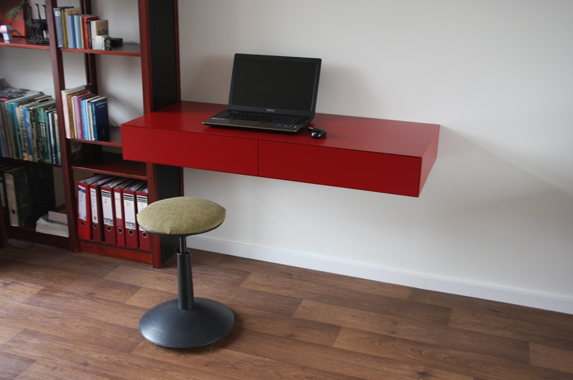zwevend bureau thuis kantoor rood