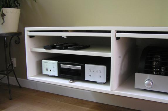 zwevende audio kast wit