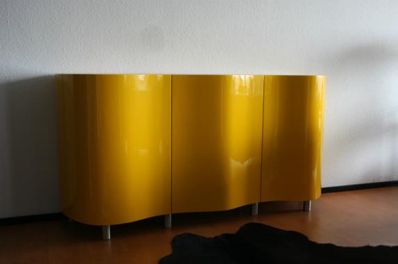 Dressoir design gebogen deuren geel op maat