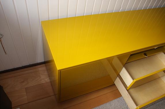 Dressoir geel staand