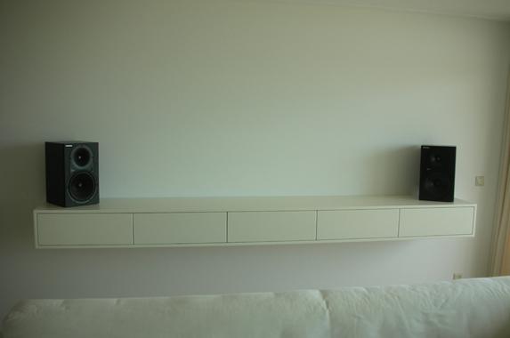 zwevende tv wandkast wit smal op maat