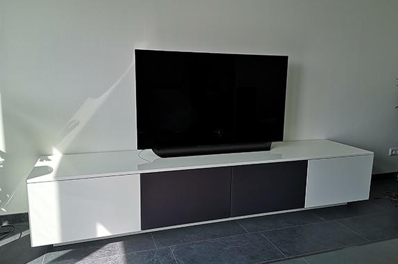 tv audio kast grijs speaker luidspreker doek