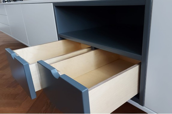 tv_kast_op_maat_lang_schuifplank_laden_design
